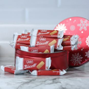 Red Snowflake Tin with Lotus Biscoff